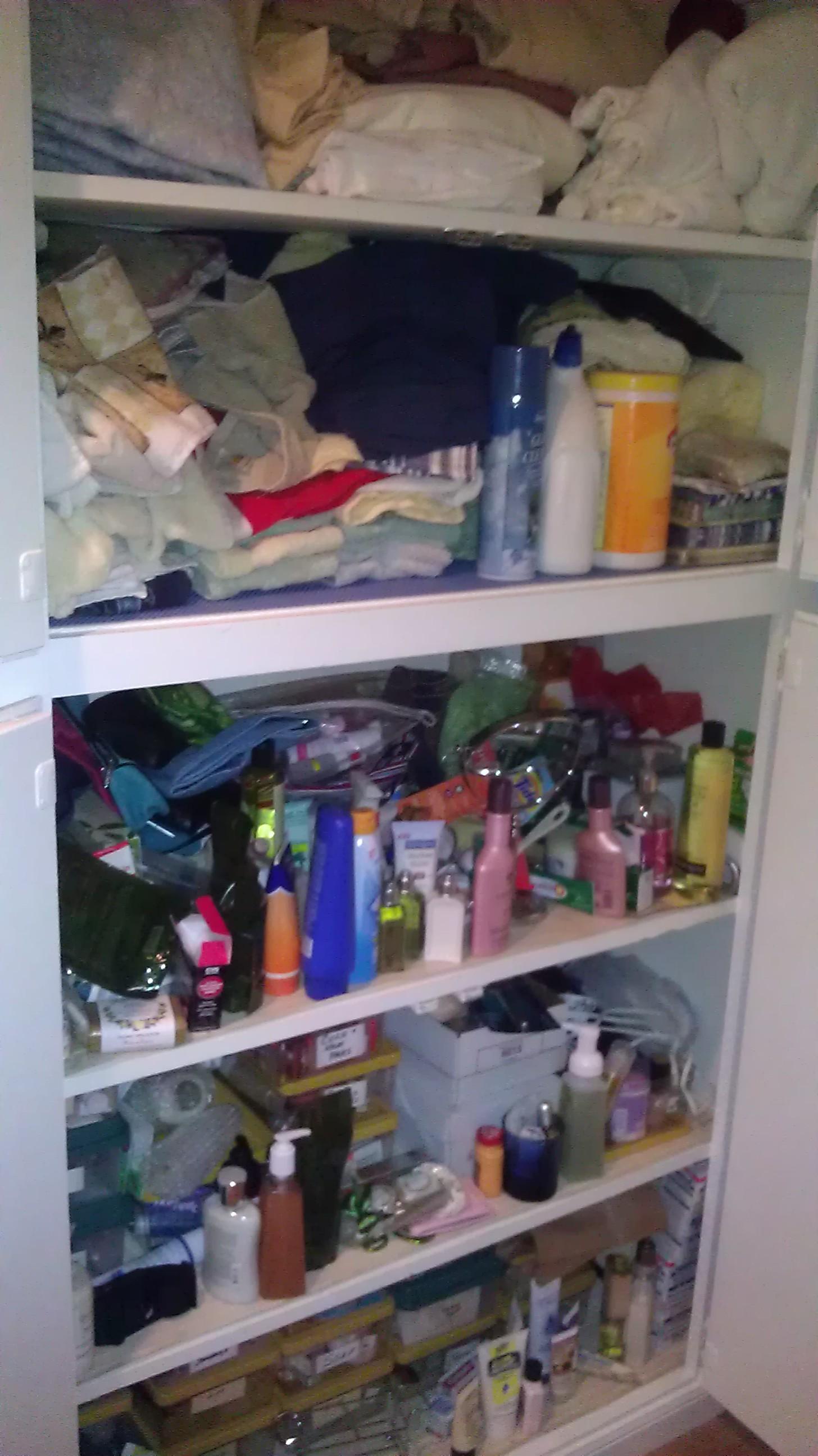 How to organize an overflowing linen closet