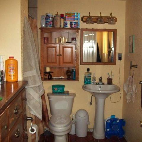 5 incredibly easy bathroom organizing storage tips san - Organizing small bathroom space model ...
